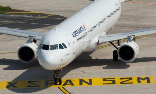 Air France va réduire de 40% ses vols domestiques pour limiter son empreinte environnementale.