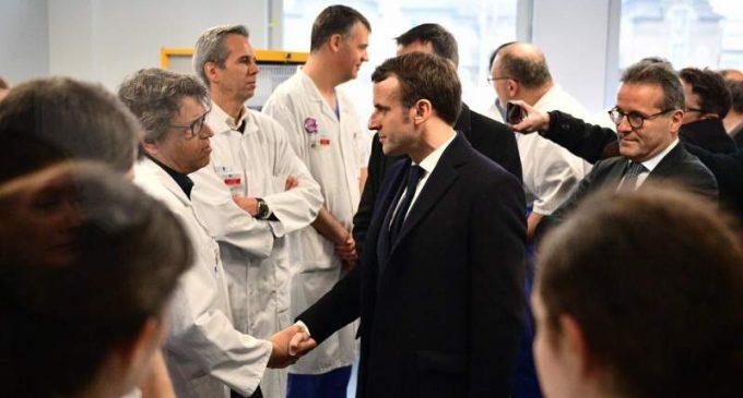 Emmanuel Macron expose les quatre piliers de la réforme de l'hôpital.