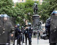 MANIFESTATION – Quelques centaines de personnes se sont réunies, samedi 20 juin, à l'appel du collectif «Faidherbe doit tomber», dans le centre-ville de Lille, pour réclamer le retrait de la statue de cette figure militaire française du 19e siècle, pointant du doigt son rôle dans la colonisation du Sénégal.