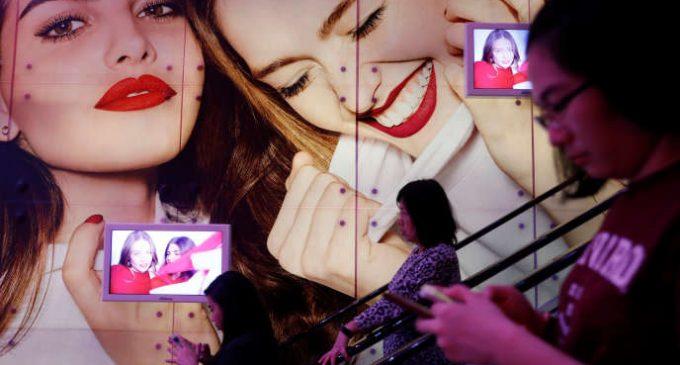 Les géants des cosmétiques tentent de purger leurs marques de tout stéréotype raciste