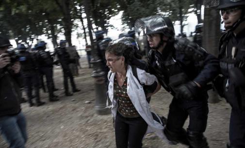 VIOLENCES POLICIÈRES: « En envoyant des individus armés pour gérer les problèmes sociaux, on augmente le risque de blessures ou de morts »