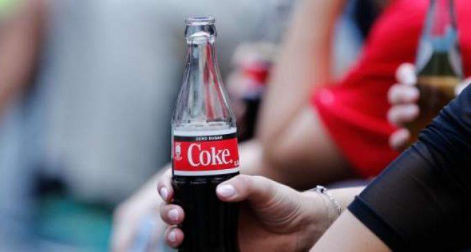 Racisme: Coca-Cola interrompt à son tour la publicité sur les réseaux sociaux