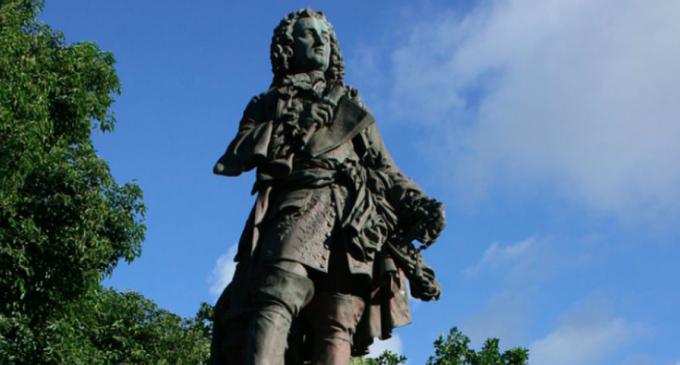 La Réunion déboulonne ses statues colonialistes  Temps de lecture : 8 min