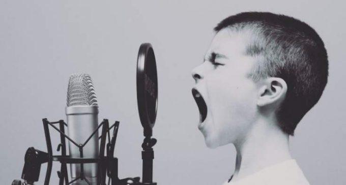 Chanter ne transmettrait pas plus le Covid-19 que parler.