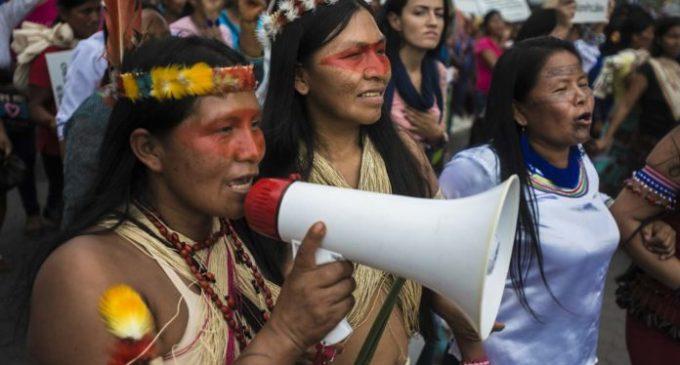 Les nations indigènes de l'Equateur exigent la suspension des activités pétrolières en Amazonie