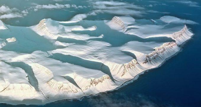 La dernière plateforme glaciaire intacte de l'Arctique canadien s'est effondrée.