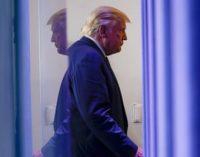 Trump ordonne la répression de la formation fédérale contre le racisme, la qualifiant d '« anti-américaine' '