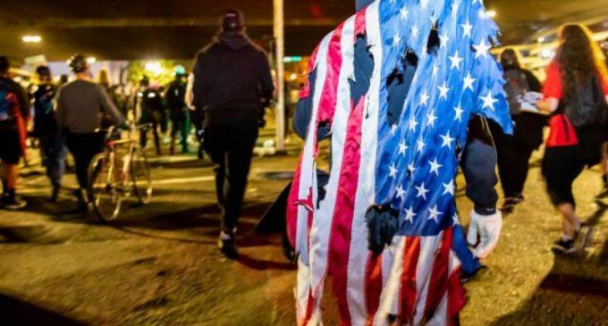 La violence politique aux États-Unis est à son comble, et la présidentielle n'y changera rien