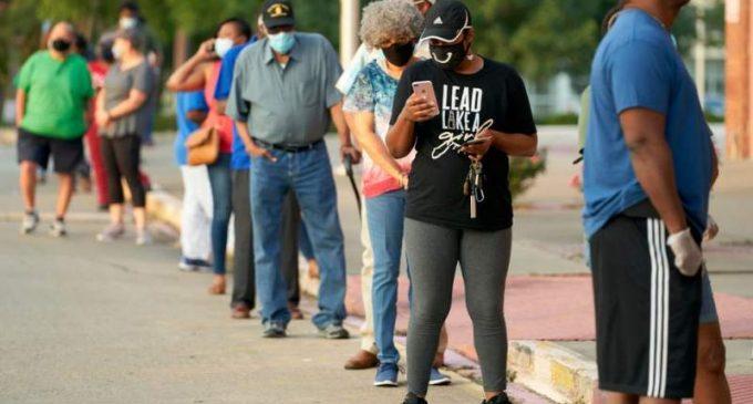 Un taux de participation record, alors que les Américains attendent longtemps pour voter. (Publié le 16 oct. 2020.)