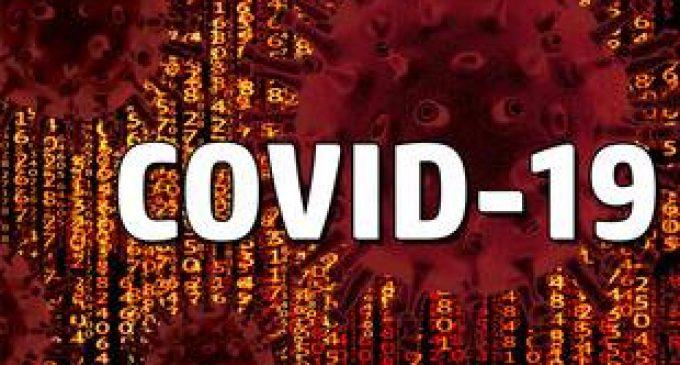 Vous avez un proche qui adhère aux théories du complot sur le coronavirus ? Racontez-nous