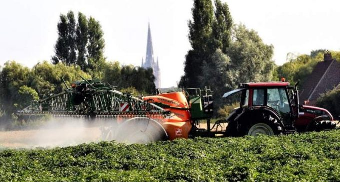Pesticides : les alternatives existent, mais les acteurs sont-ils prêts à se remettre en cause ?