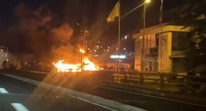 Des incendies nocturnes sur les parkings de Carrefour Dillon et d'Océanis au Robert.