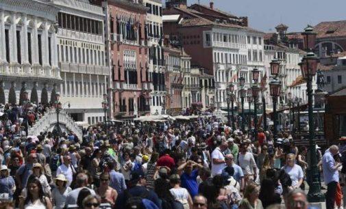 Venise se rebiffe contre le tourisme de masse
