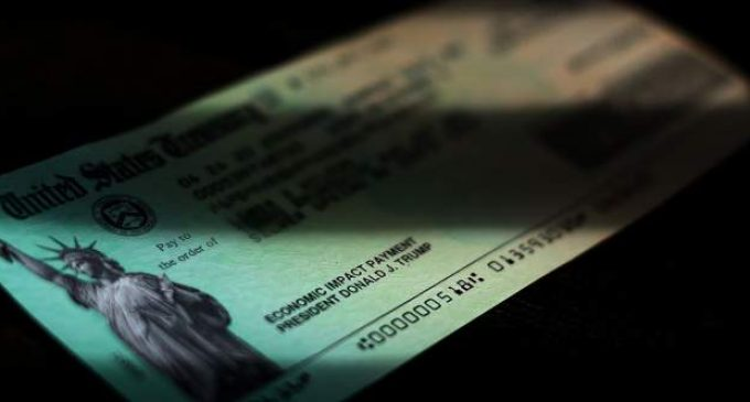 Covid-19: chaque Américain recevra un chèque de 600 (ou 2.000) dollars