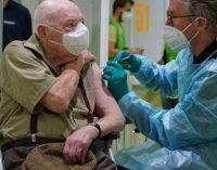 Rumeurs de décès après le vaccin contre le Covid-19 : ce qui est vrai, ce qui est faux, ce que l'on ignore encore