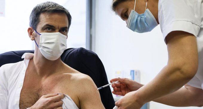 Covid-19 : pourquoi le gouvernement tente de lever les doutes sur le vaccin d'AstraZeneca