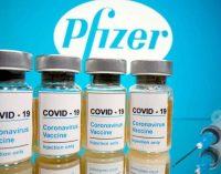 Vaccins : Pfizer et AstraZeneca «hautement efficaces» après une dose chez les plus de 70 ans