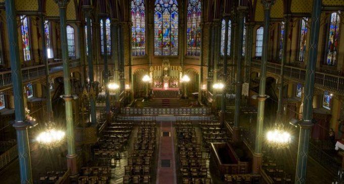 Covid-19 : à Paris, une messe de Pâques sans distanciation ni masques crée la stupeur du diocèse
