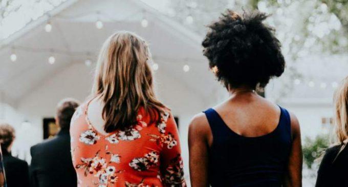 L'histoire d'une professeure américaine blanche qui a fait semblant d'être noire pendant des années révèle les écueils d'un certain identitarisme.