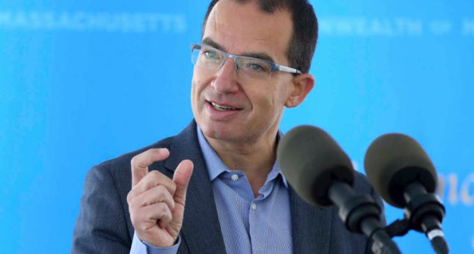 Covid-19 : le patron de Moderna préconise une troisième dose de vaccin dès la fin de l'été pour les personnes à risques