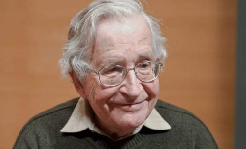 Noam Chomsky : « La fabrique du consentement a empoisonné la pratique de la démocratie »