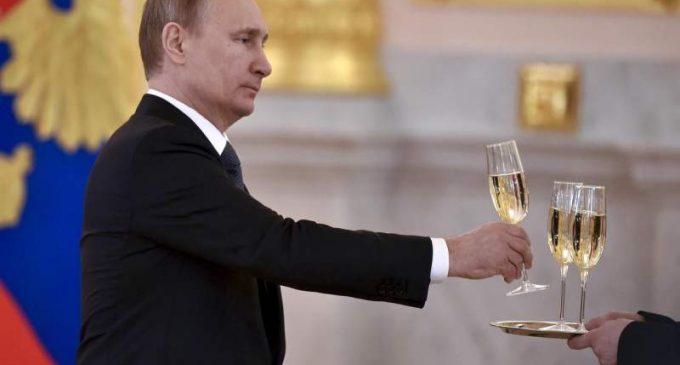 """Entre la Russie et le géant du luxe français LVMH, la """"guerre du champagne"""" est déclarée"""