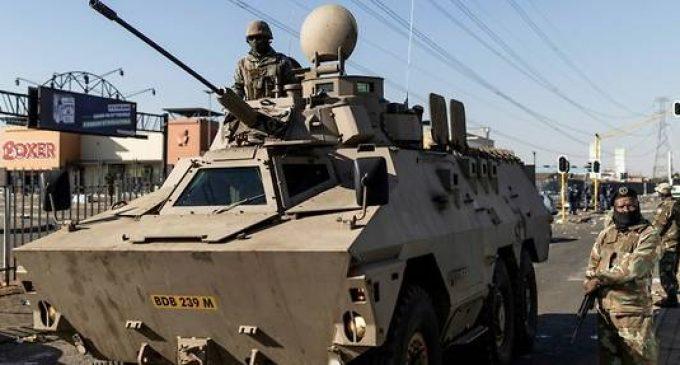 Afrique du Sud : Le bilan s'alourdit avec 117 morts, calme relatif à Johannesburg où l'armée s'est déployée